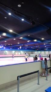 ローラースケート場